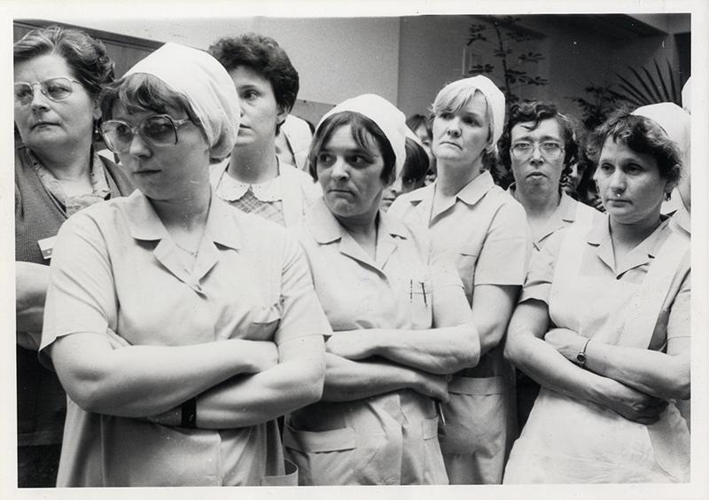 Conflit à l'Institut médico-chirugical Arthur Gailly à Charleroi : le personnel apprenant les intentions de désengagements formulées par la direction, 13 mars 1985