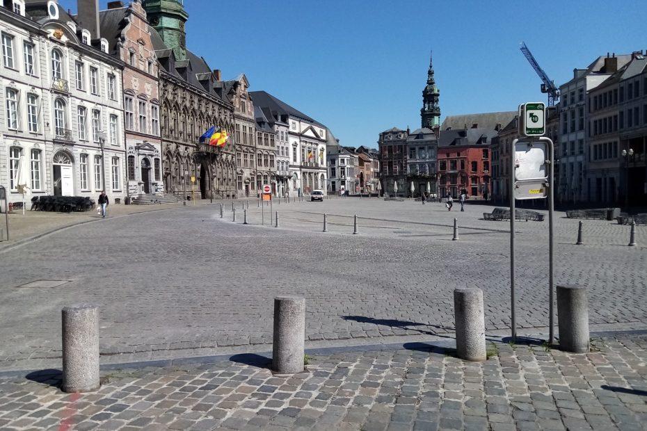 La Grand Place de Mons, à midi